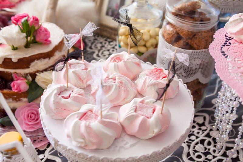 Rosa sötsaker för ett parti royaltyfria foton