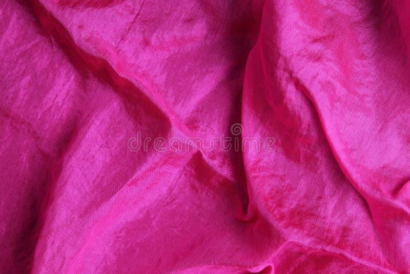 Rosa siden- näsduk för skinande fuchsia arkivbilder
