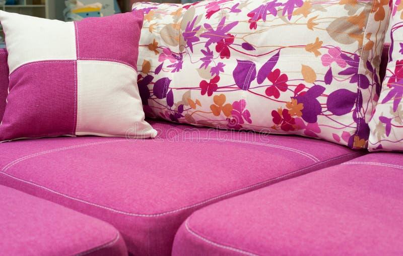 Rosa sofa royaltyfri foto