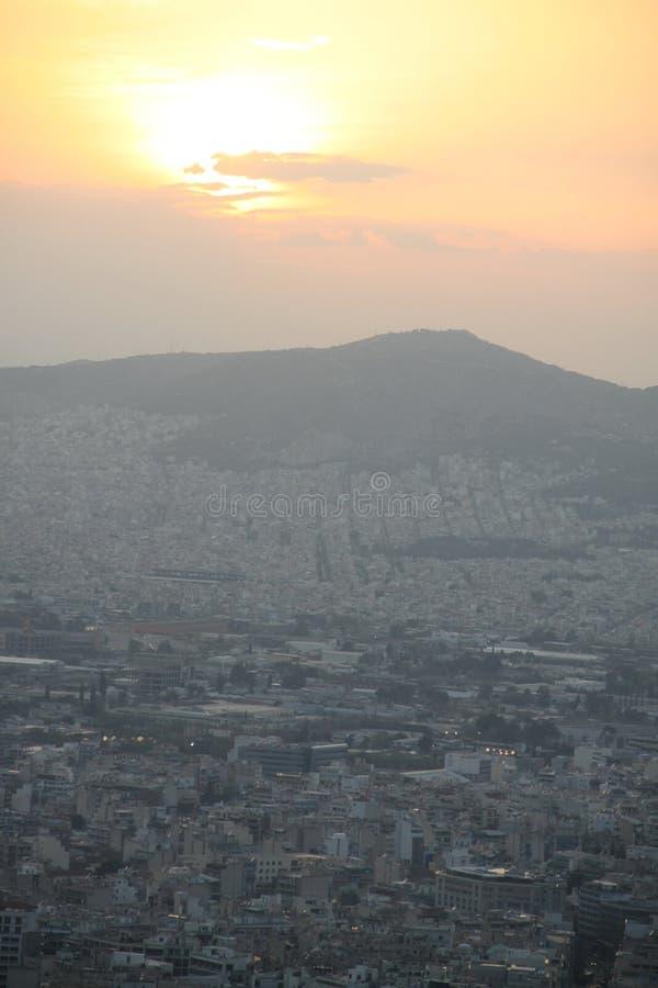 Rosa solnedgång i Aten arkivfoto