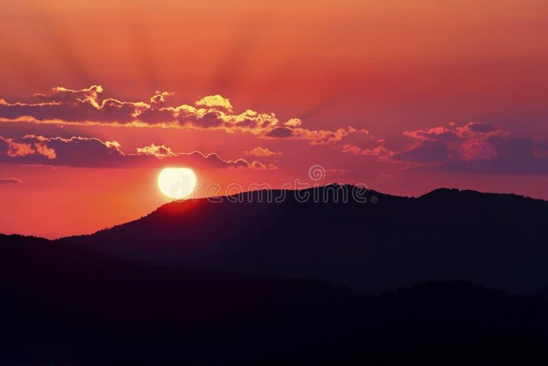 Rosa solnedgång i TN arkivbild