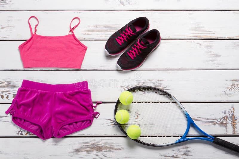 Rosa sportöverkant och kortslutningar fotografering för bildbyråer