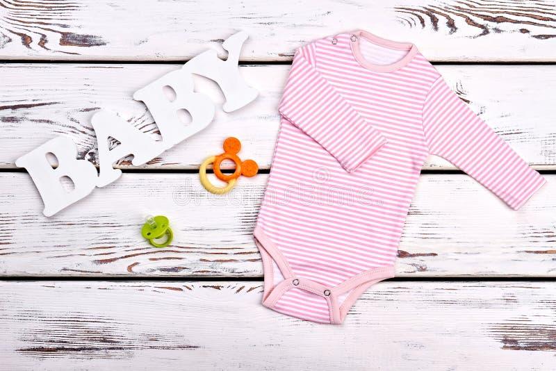 Rosa Streifenbodysuit des Babys lizenzfreies stockfoto