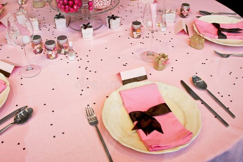 rosa tabellbröllop royaltyfri bild