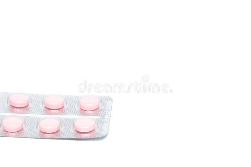 Rosa Tablettenpillen in der Blase, lokalisiert auf weißem Hintergrund stockfotos