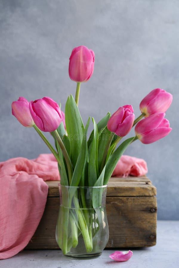 Rosa tulpanbukett för dekor arkivbilder