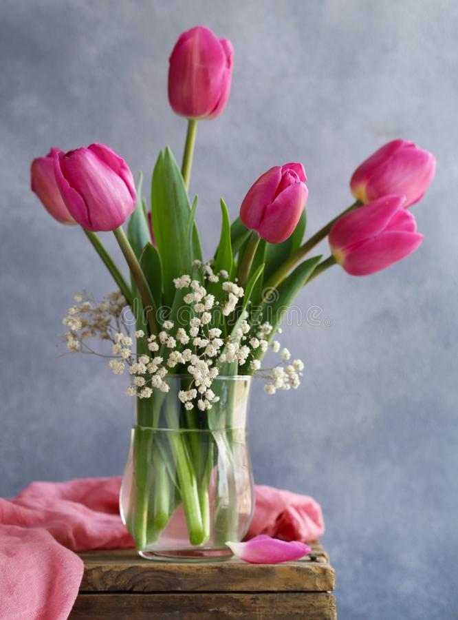 Rosa tulpanbukett för dekor royaltyfri bild