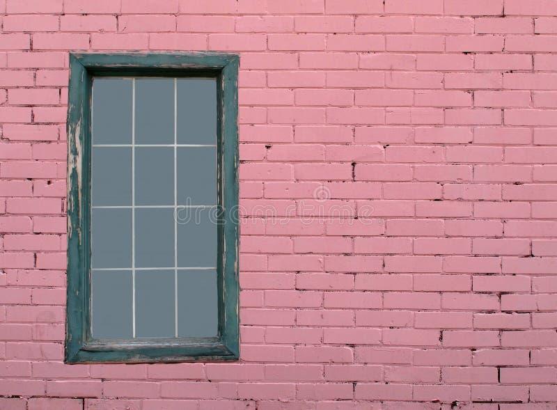 rosa väggfönster för tegelsten royaltyfria bilder