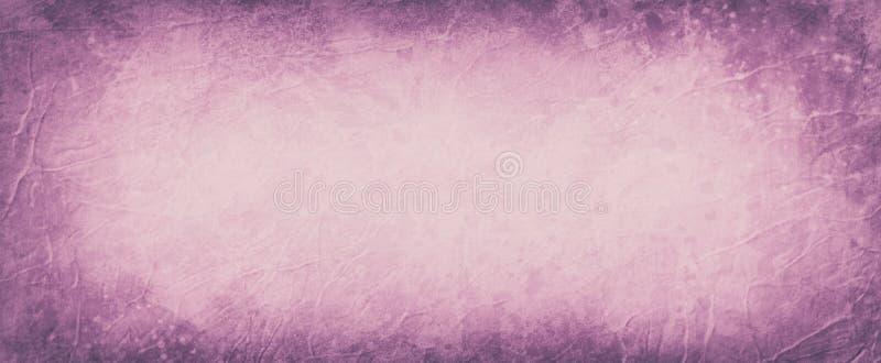 Rosa velho e fundo roxo com grunge escuro da beira, fundo abstrato do vintage com vincos enrugados e para pintar o estilo do resp foto de stock