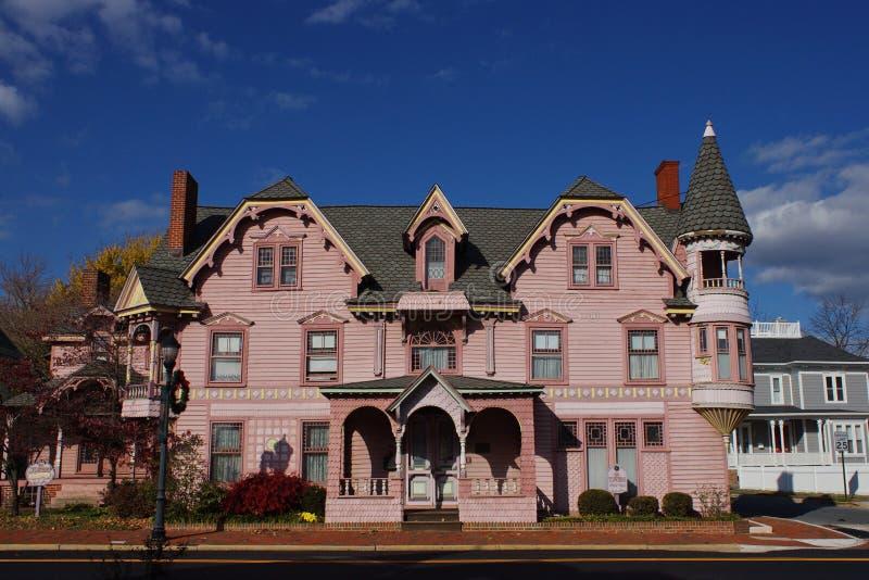 rosa victorian för hus fotografering för bildbyråer