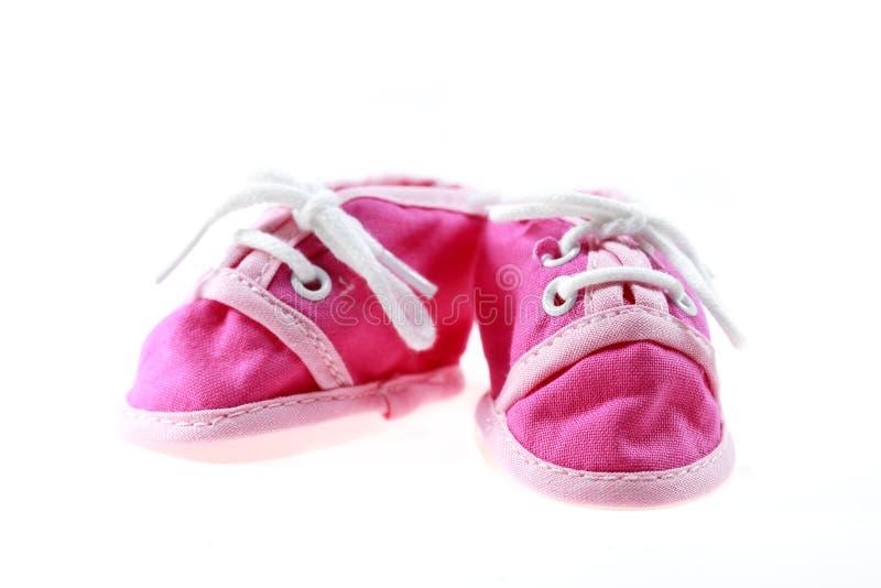 Rosafarbene Babyschuhe getrennt lizenzfreie stockfotos