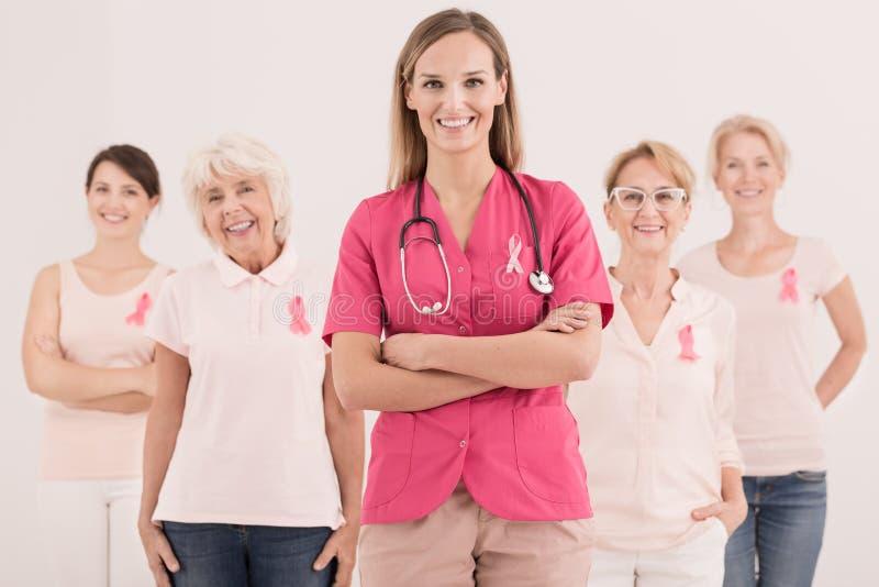 Rosafarbene Brustkrebs-Bewusstseinsfarbbänder stockfotos