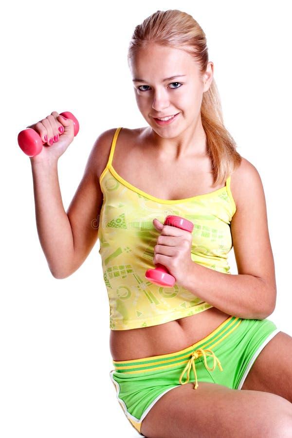 Rosafarbene Dumbbells in den Händen der Frauen stockfotos