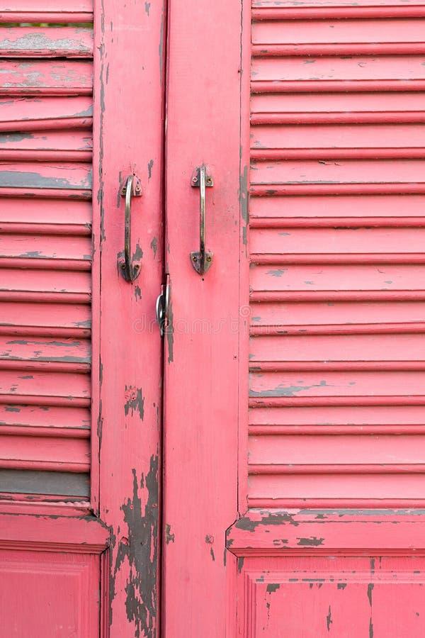 Rosafarbene hölzerne Tür lizenzfreies stockbild