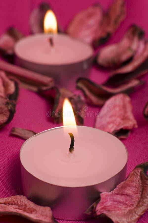 Rosafarbene Kerzen lizenzfreie stockfotos
