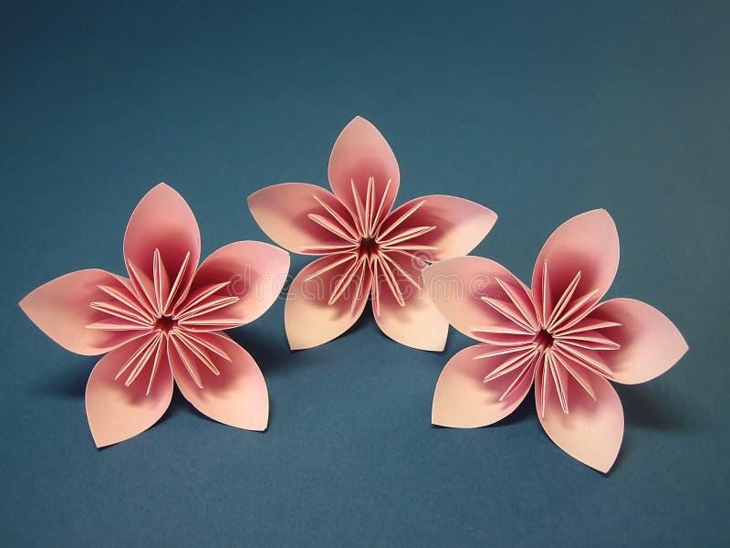 Rosafarbene origami Blumen lizenzfreie stockbilder