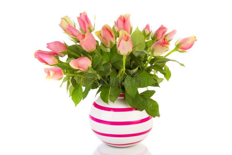 Rosafarbene Rosen des Blumenstraußes lizenzfreie stockbilder