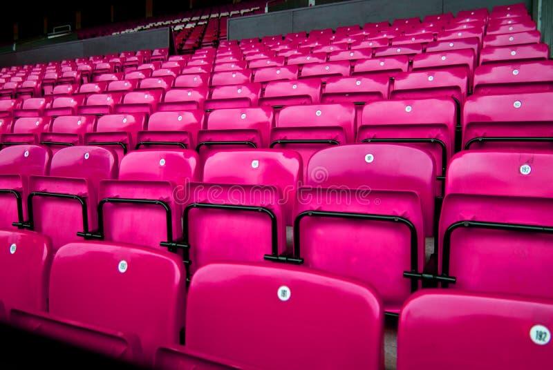 Rosafarbene Stühle stockbilder