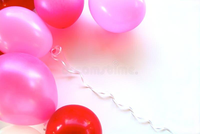 Rosafarbene u. rote Party-Ballone stockbild