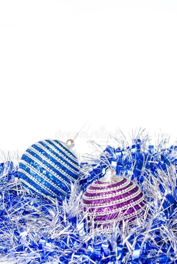 Rosafarbene und blaue Weihnachtskugeln stockfotografie