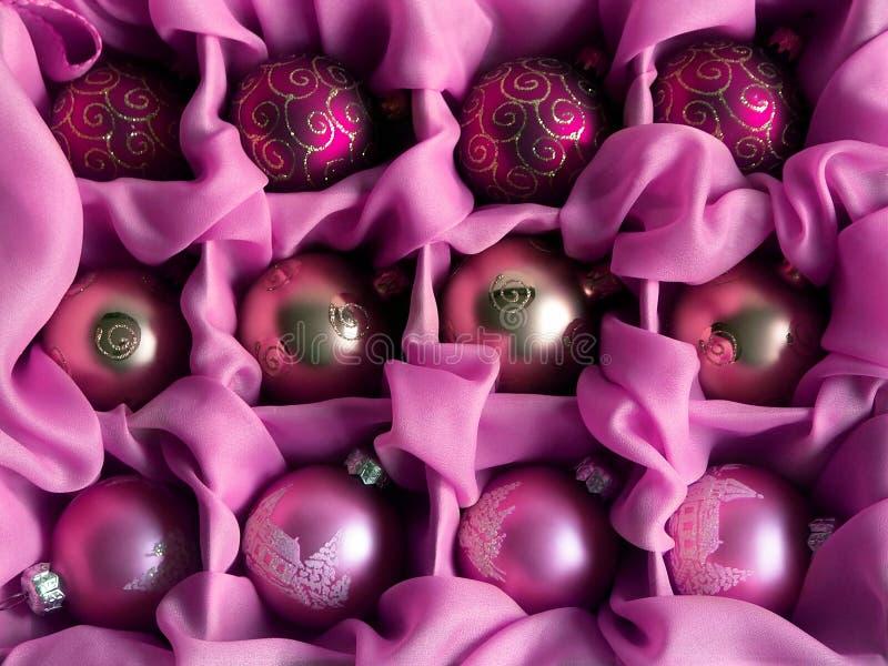 Rosafarbene Weihnachtskugeln stockfotografie