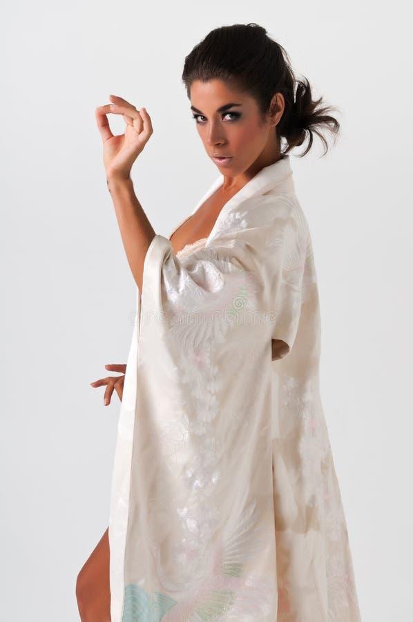 Rosafarbener Kimono stockbild