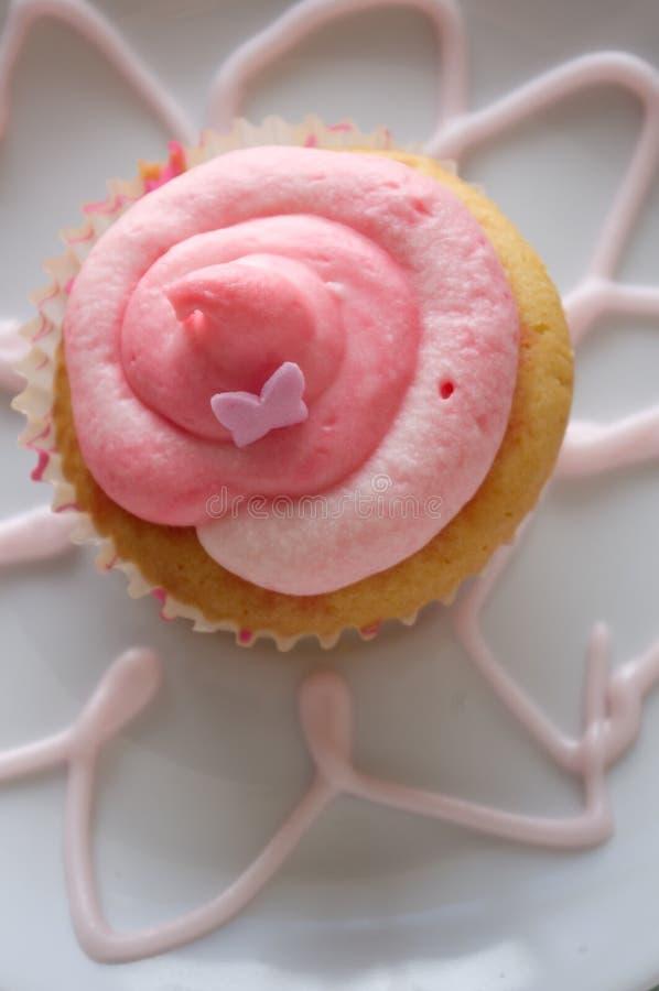 Rosafarbener kleiner Kuchen stockfotografie