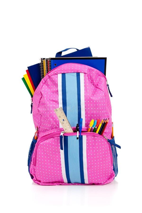 Rosafarbener Rucksack mit Schulezubehör stockfoto