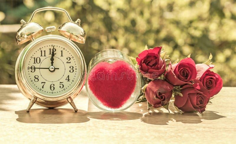 rosafarbener Uhrnaturhintergrund verwischte Oberfläche und schönes bokeh stockfotografie