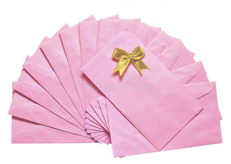 Download Rosafarbener Umschlag Mit Goldener Schüssel Stockbild - Bild von informationen, umschläge: 26351071