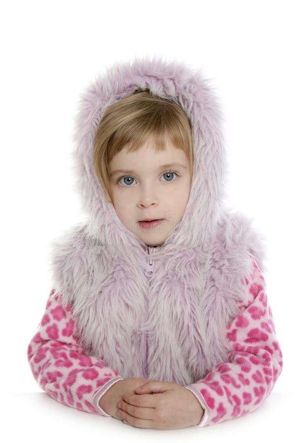 Rosafarbenes Portrait des kleinen Mädchens des Pelzhaubenmantels stockfotos