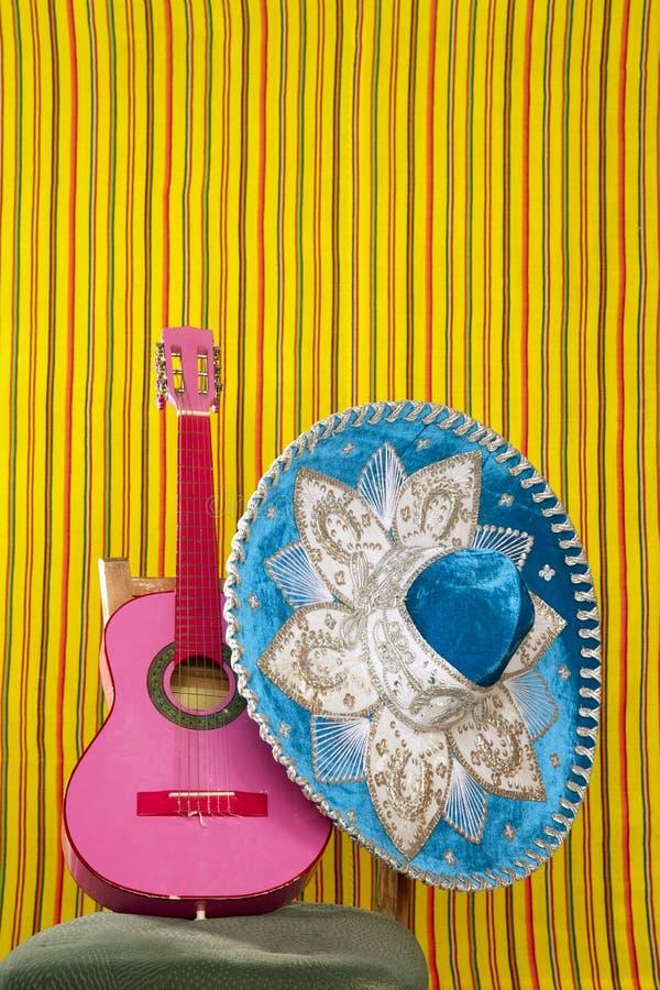 Rosagitarre des mexikanischen Hutes der Mariachistickerei lizenzfreie stockfotos