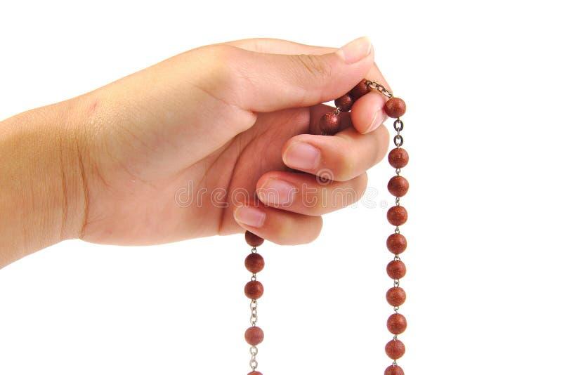 Rosaire en bois d'isolement sur le fond blanc photographie stock