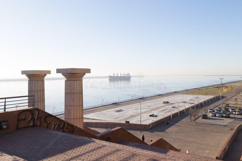 Rosario Argentina Spanien parkerar och Parana River royaltyfria bilder