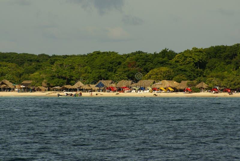 Rosario Islands är en skärgård som består av 27 öar som lokaliseras omkring två timmar av fartyget från Cartagena de Indias, Colom royaltyfri foto