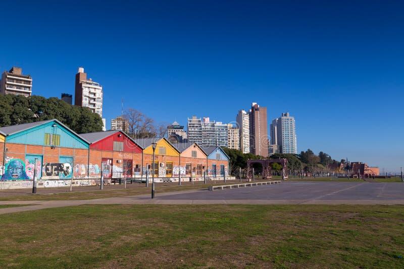 Rosario, la Argentina Parque costero al lado del río Paraná imagen de archivo