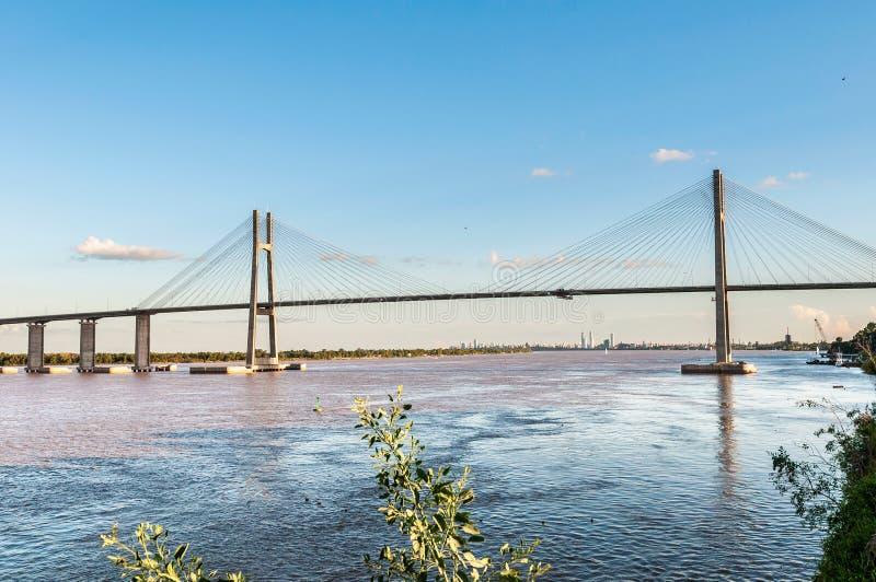 Rosario-Victoria Bridge över Paranaet River, Argentina arkivbild