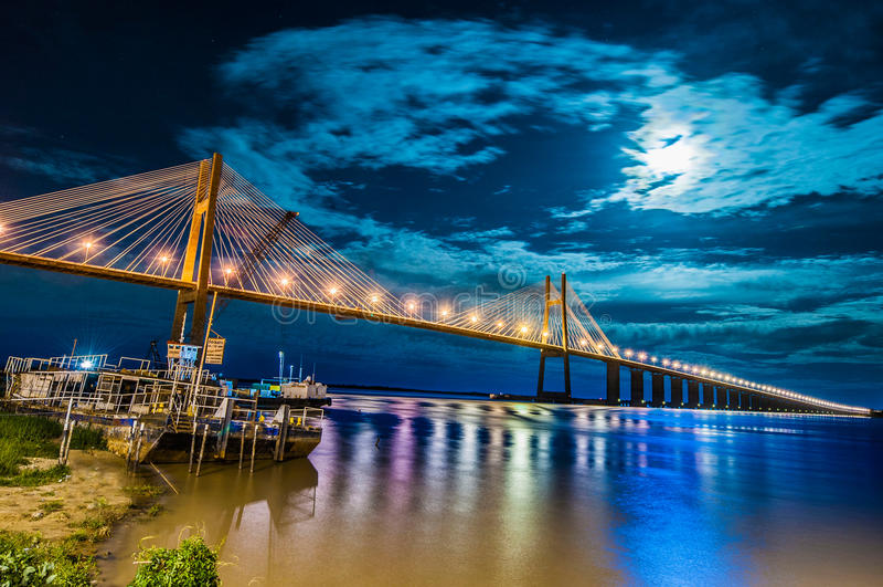 Rosario-Victoria Bridge över Paranaet River, Argentina royaltyfria bilder