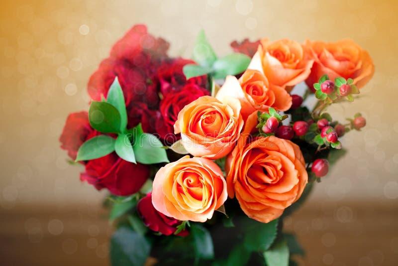 Rosas coloridas con el bokeh imagen de archivo