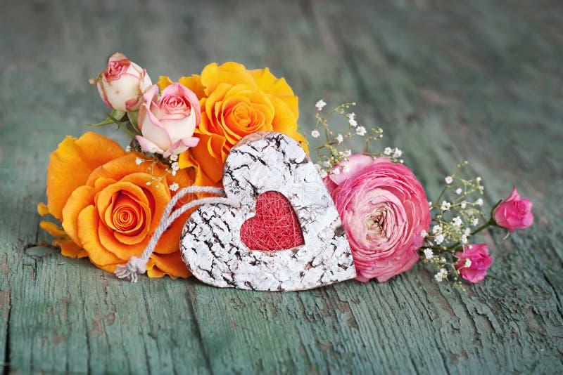 Rosas coloridas para o dia de mães imagens de stock
