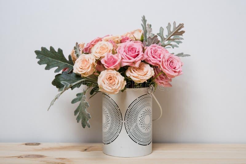 Rosas cor-de-rosa e bege fotos de stock royalty free