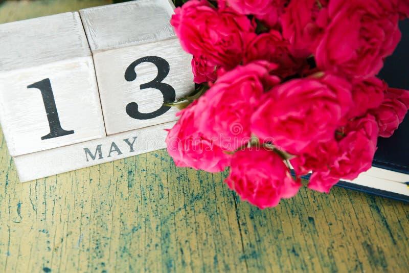 Rosas e calendário fotos de stock