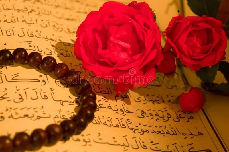 Rosas e Koran foto de stock