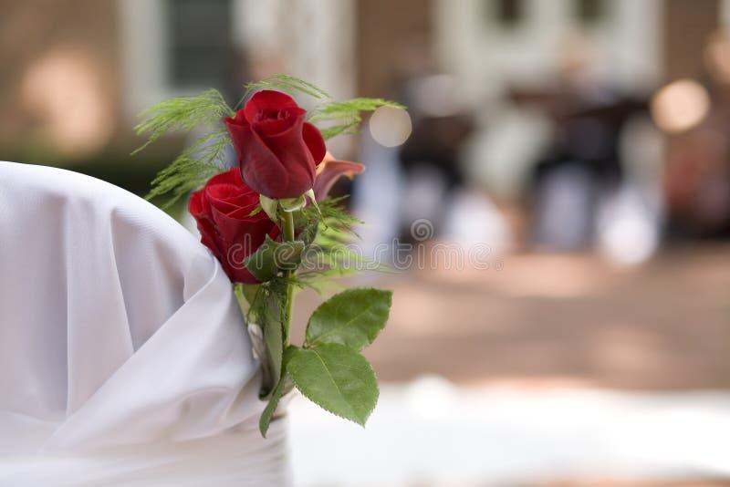 Rosas en la boda fotos de archivo