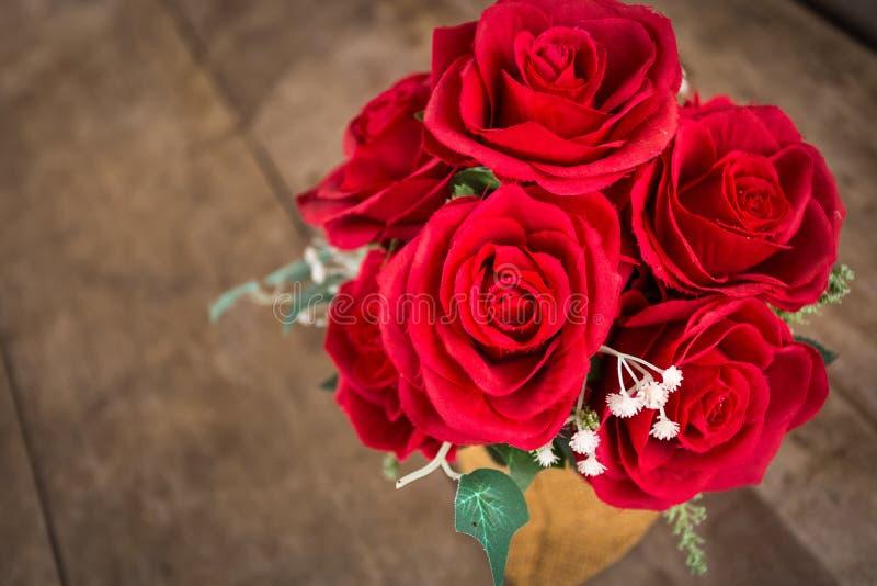 Download Rosas rojas foto de archivo. Imagen de decoración, decorativo - 100529522