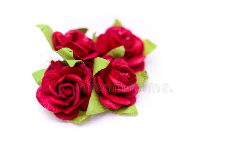 Rosas rojas y rosas blancas en el backgroud blanco, amor del día de San Valentín foto de archivo