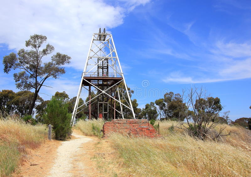 Roscas de torno da mineração do ouro no país Victoria, Austrália foto de stock royalty free