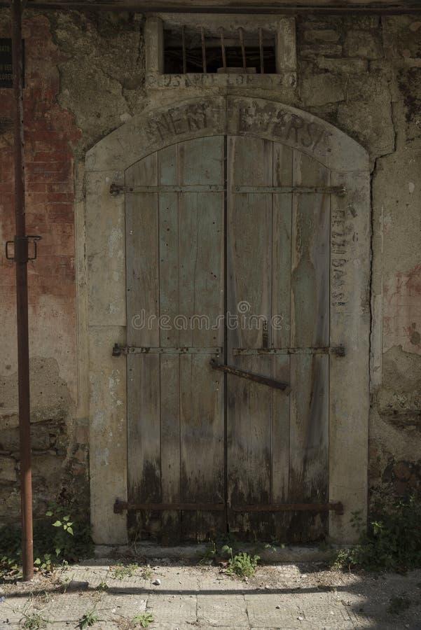 Roscigno viejo, Cilento (las TIC) Pueblo fantasma fotografía de archivo libre de regalías
