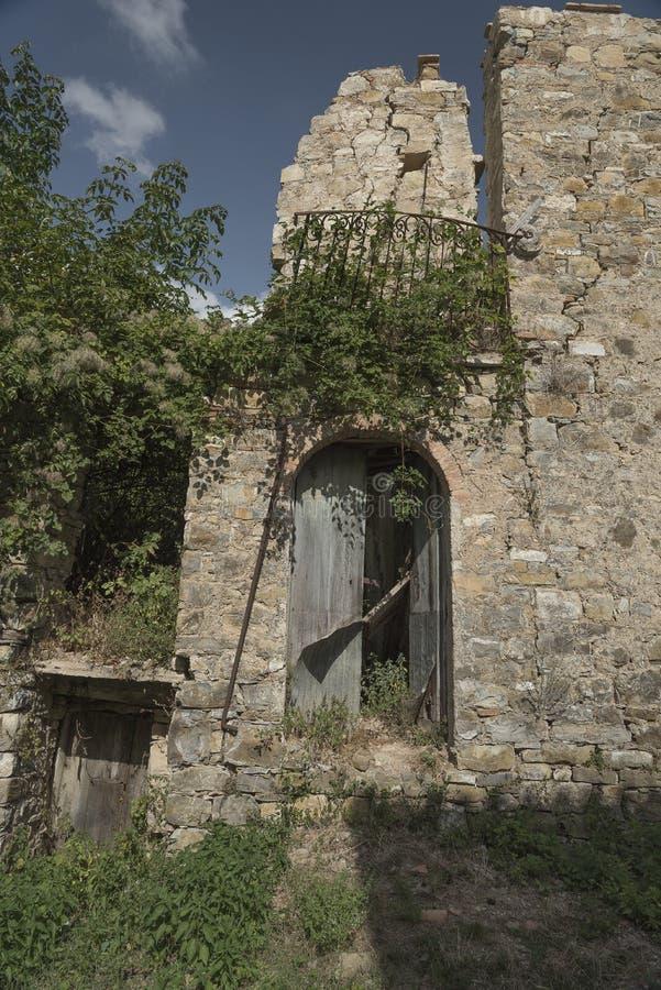 Roscigno viejo, Cilento (las TIC) Pueblo fantasma fotos de archivo