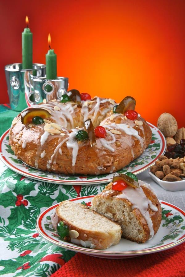 Roscon de Reyes, sobremesa típica espanhola do esmagamento imagens de stock royalty free